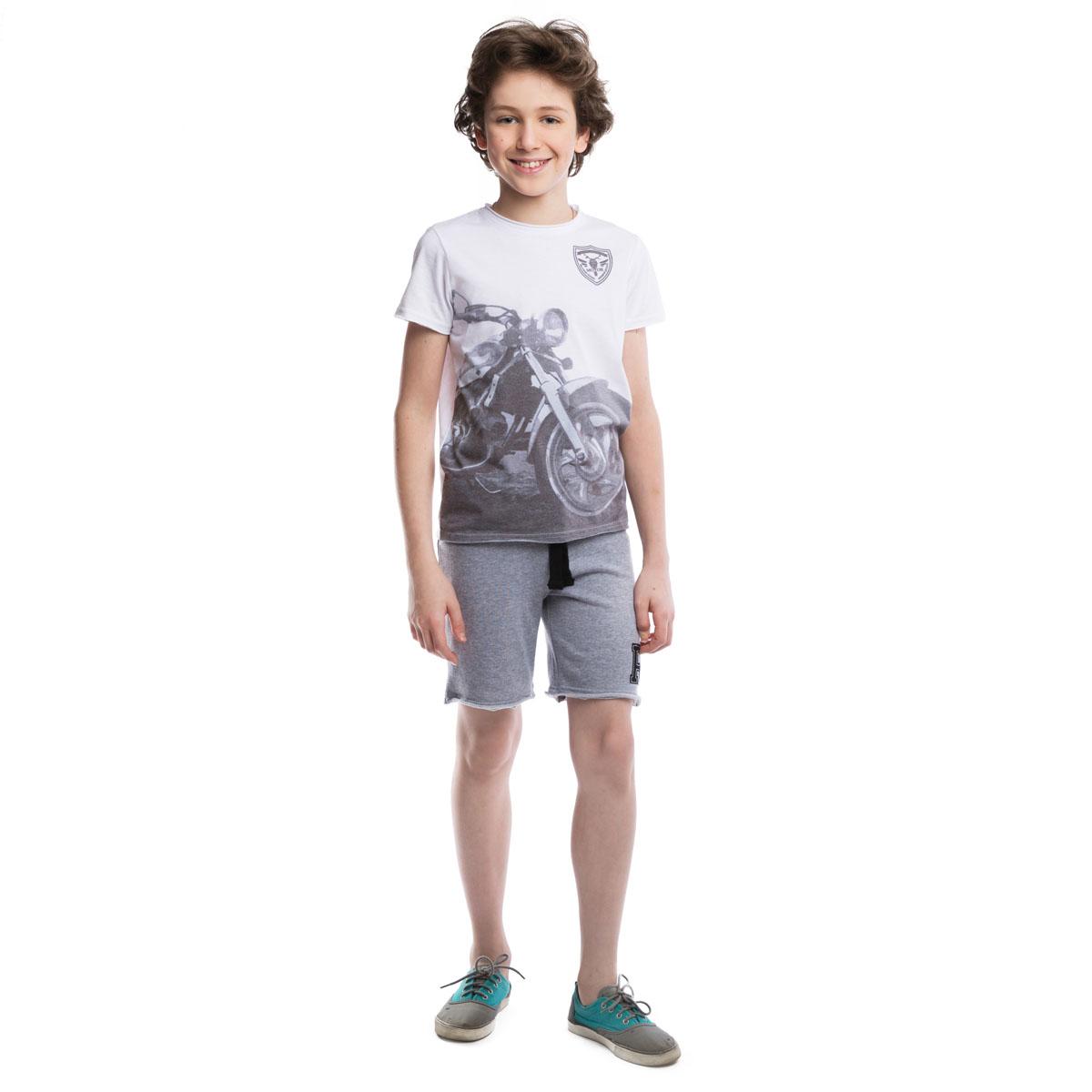 Комплект одежды для мальчиков. 263019263019Комплект из хлопковых шорт и футболки. Футболка украшена крупным водным фотопринтом с мотоциклом. Шорты цвета серый меланж. Пояс на резинке, дополнительно регулируется широким шнурком. Стильный необработанные края.