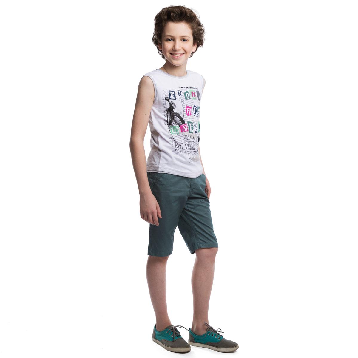 Майка263016Стильная майка для мальчика, выполненная из хлопка с добавлением эластана, подойдет как для занятий спортом, так и для повседневной носки. Спереди майка выполнена из материала белого цвета, сзади - цвета серый меланж. Круглый вырез горловины, проймы и низ изделия дополнены бейкой с необработанными краями, создающей эффект многослойности. Модель оформлена стильным резиновым принтом.