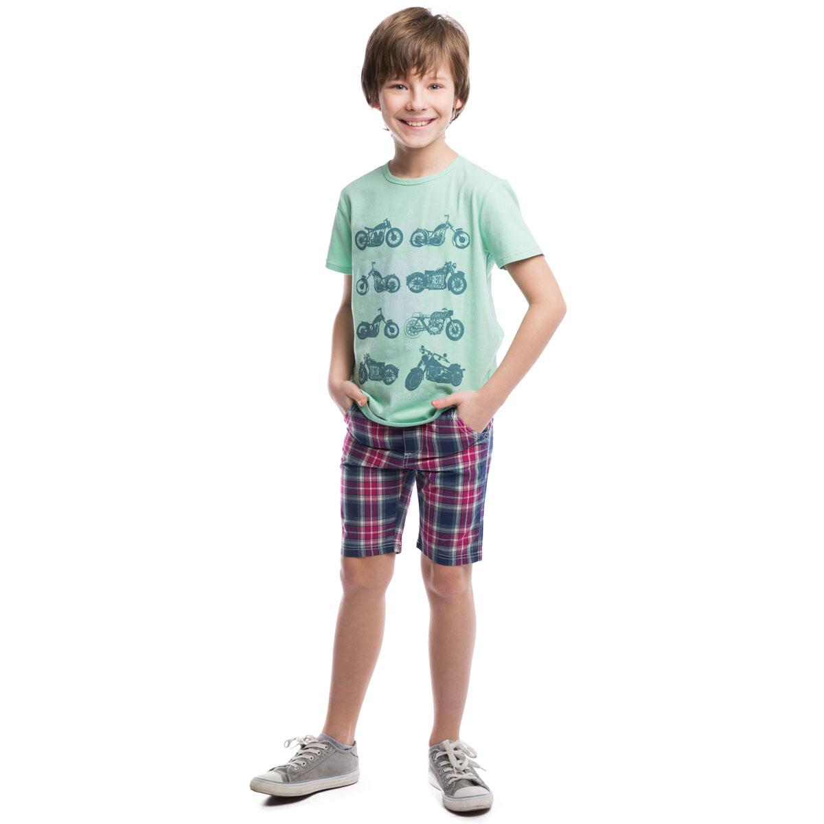 Футболка263009Стильная хлопковая футболка с короткими рукавами и трикотажной резинкой на воротнике. Модель приятного цвета оформлена стильным принтом с изображением мотоциклов.