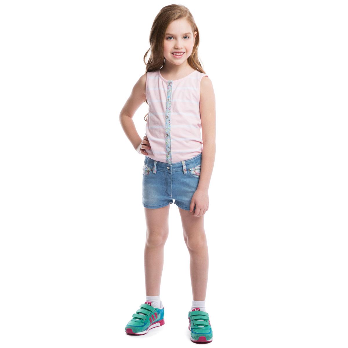 Полукомбинезон262002Стильный полукомбинезон для девочки PlayToday, выполненный в виде майки с джинсовыми шортиками идеально подойдет вашей малышке и станет отличным дополнением к детскому гардеробу. Изготовленный из эластичного хлопка, он необычайно мягкий и приятный на ощупь, не сковывает движения малышки и позволяет коже дышать, не раздражает нежную кожу ребенка, обеспечивая ему наибольший комфорт. Летний полукомбинезон с высокой грудкой без рукавов и с круглым вырезом горловины застегивается на кнопки, шортики имеют ширинку-молнию, благодаря чему он надежно и удобно сидит, что делает его идеальным для активных игр дома и на свежем воздухе. Имеются шлевки для ремня. Спереди он дополнен двумя втачными кармашками, а сзади - двумя накладными карманами, украшенными фигурными прострочками. В таком полукомбинезоне ваша маленькая принцесса будет чувствовать себя комфортно, уютно и всегда будет в центре внимания!
