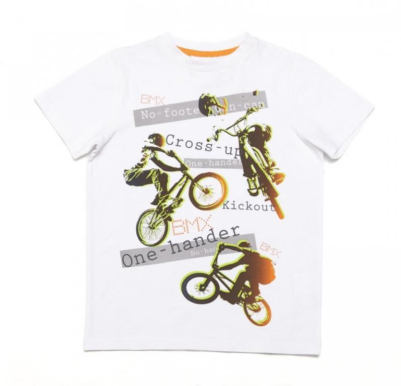 Футболка для мальчиков. 243005243005Мягкая хлопковая футболка белого цвета. Украшена водным принтом с мотоциклами. Воротник на мягкой резинке.