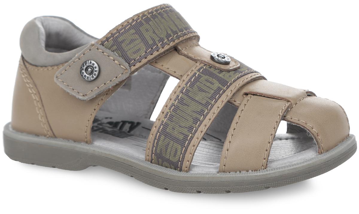 Сандалии для мальчика. 3212932129-1Модные сандалии от Kapika приведут в восторг вашего мальчика! Модель выполнена из натуральной кожи. Верхний и средний ремешки оформлены текстильными нашивками с различными надписями. Ремешок на застежке-липучке, пропущенный через шлевку на подъеме, надежно зафиксирует ножку ребенка и отрегулирует нужный объем. Подкладка и стелька из натуральной кожи позволяют ногам дышать. Стелька дополнена супинатором, который отвечает за правильное формирование стопы. Рифление на подошве гарантирует отличное сцепление с любой поверхностью. Стильные сандалии займут достойное место в гардеробе вашего ребенка.