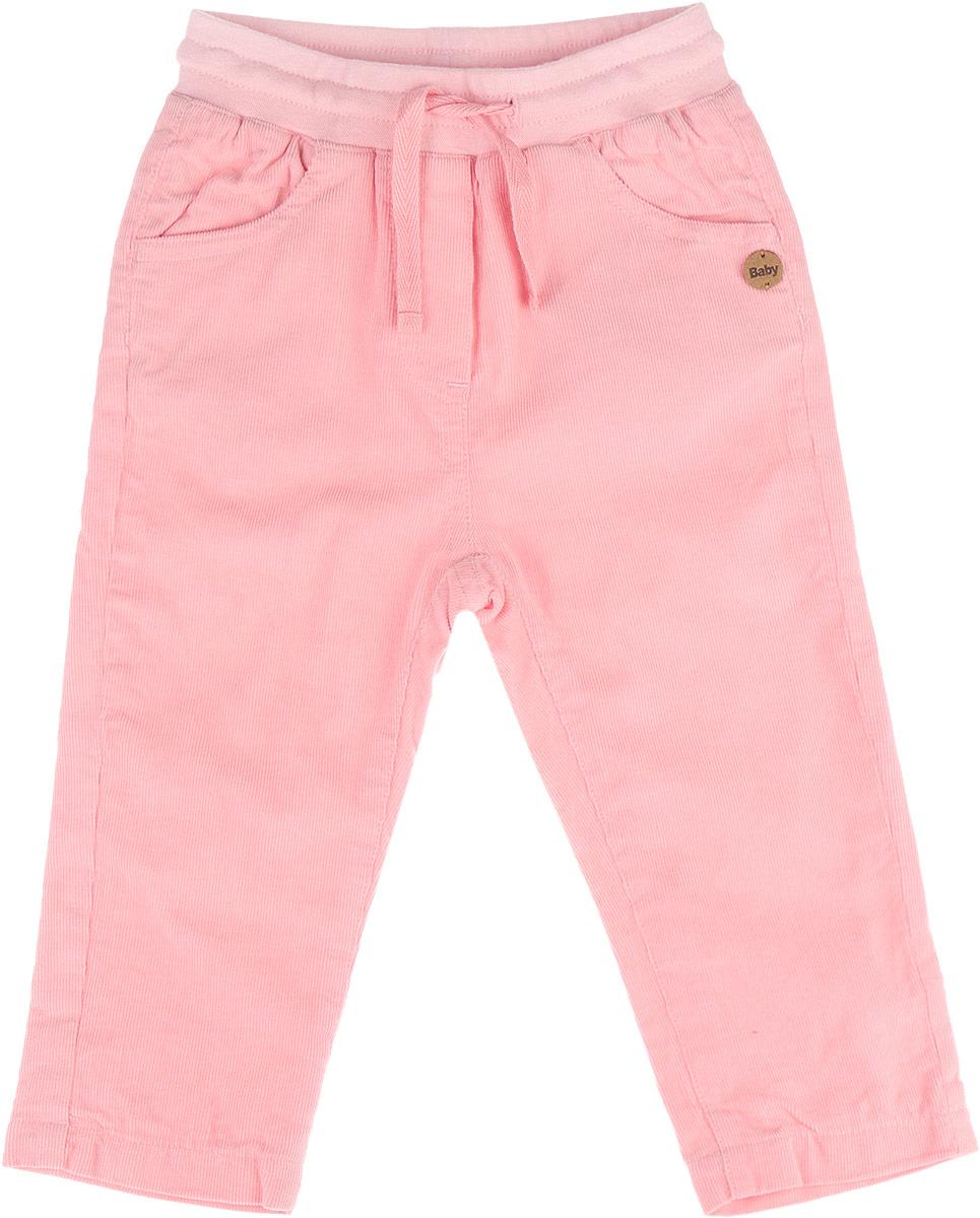 Брюки для девочки Сакура. 116GBGC6402116GBGC6402Удобные брюки для девочки Gulliver Baby Сакура идеально подойдут вашему ребенку. Красивые брюки из микровельвета на трикотажной подкладке непременно должны быть в гардеробе юной модницы. Полностью изготовленные из натурального хлопка, они необычайно мягкие и приятные на ощупь, не сковывают движения малышки и позволяют коже дышать, не раздражают даже самую нежную и чувствительную кожу ребенка, обеспечивая ему наибольший комфорт. Брюки прямого покроя на талии имеют широкую эластичную резинку, регулируемую шнурком, благодаря чему они не сдавливают животик ребенка и не сползают. По бокам модель дополнена двумя втачными кармашками со скошенными краями, сзади - накладными карманами. Оригинальный современный дизайн и модная расцветка делают эти брюки модным и стильным предметом детского гардероба. В них ваша малышка всегда будет в центре внимания!