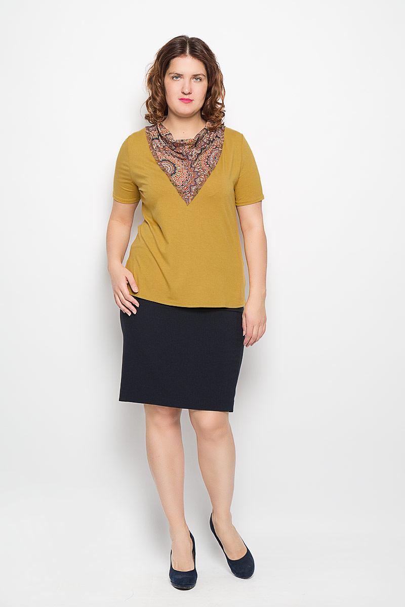 Блузка женская. А702/А701А701Стильная женская блузка Milana Style, выполненная из вискозы и лайкры, прекрасно подойдет для повседневной носки. Материал очень мягкий и приятный на ощупь, не сковывает движения и позволяет коже дышать. Футболка прямого покроя с воротником-хомутом и короткими рукавами. Воротник дополнен оригинальным принтом. По бокам - не большие разрезы. Такая модель будет дарить вам комфорт в течение всего дня и станет модным дополнением к вашему гардеробу.