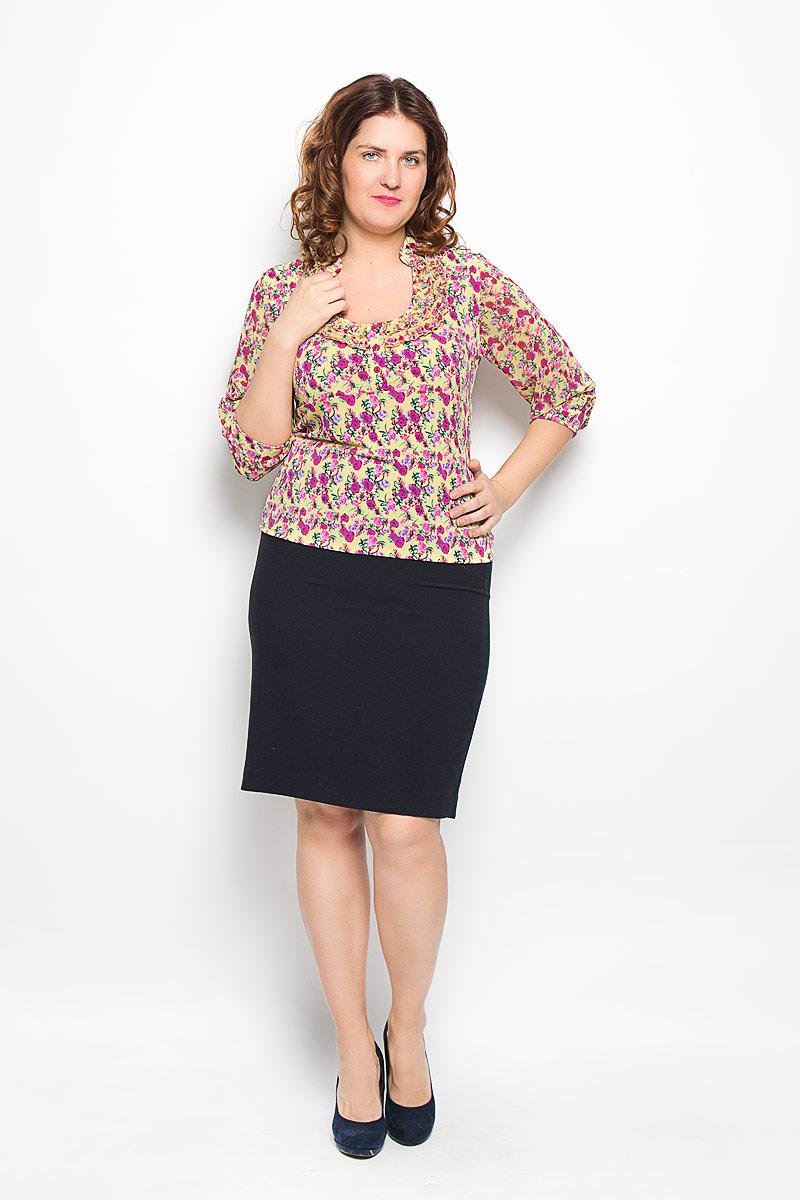 Блуза женская. 1168-623м1168-623мЯркая блуза Milana Style, выполненная из синтетического материала с добавлением эластана, подчеркнет ваш уникальный стиль и поможет создать оригинальный женственный образ. Материал очень легкий, мягкий и приятный на ощупь, не сковывает движения и хорошо вентилируется. Блуза с круглым вырезом горловины и рукавами 1/2 оформлена цветочным принтом. Вырез горловины украшен двойной оборкой. Блуза застегивается с помощью трех пуговиц. Такая блуза будет дарить вам комфорт в течение всего дня и послужит замечательным дополнением к гардеробу.