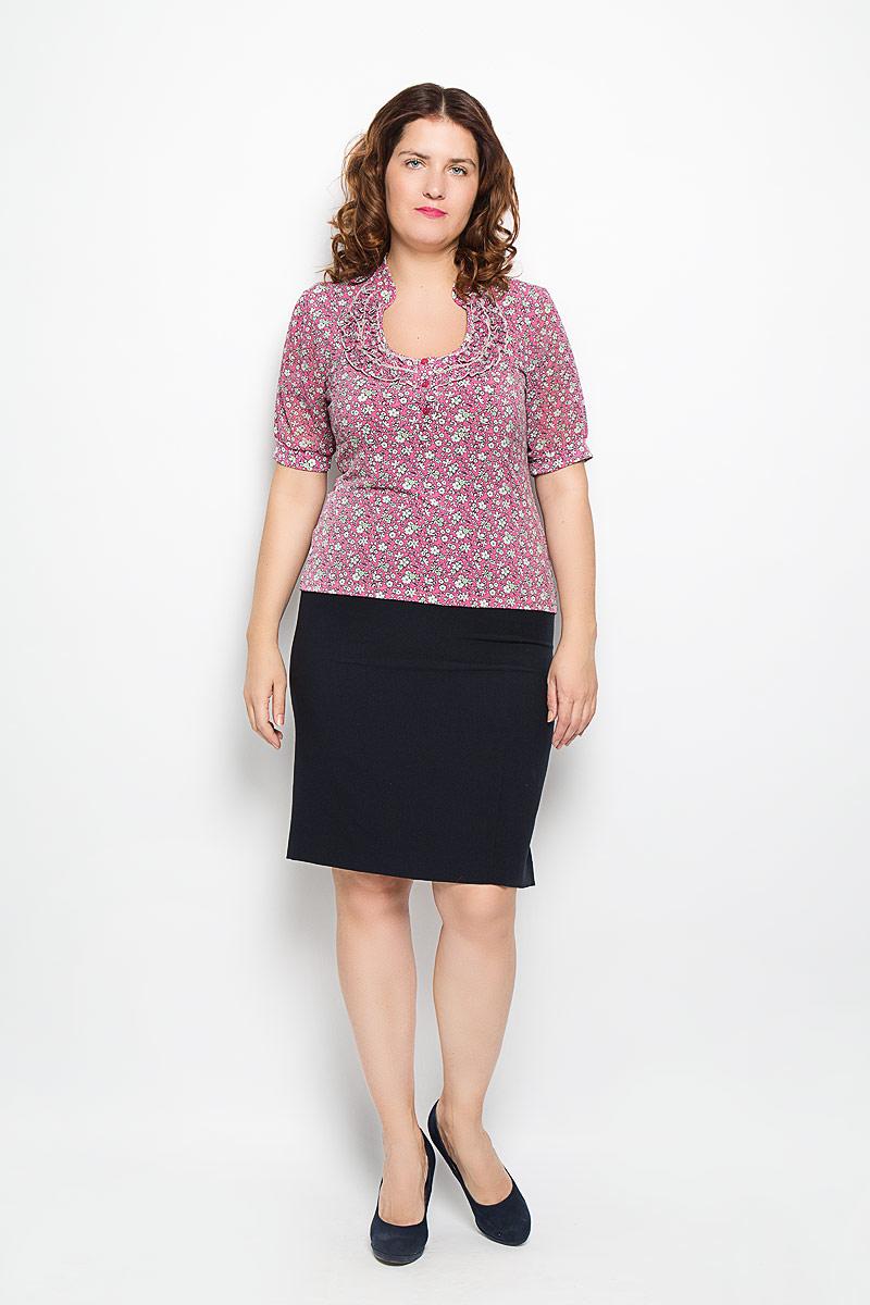 1168-623мЯркая блуза Milana Style, выполненная из синтетического материала с добавлением эластана, подчеркнет ваш уникальный стиль и поможет создать оригинальный женственный образ. Материал очень легкий, мягкий и приятный на ощупь, не сковывает движения и хорошо вентилируется. Блуза с круглым вырезом горловины и рукавами 1/2 оформлена цветочным принтом. Вырез горловины украшен двойной оборкой. Блуза застегивается с помощью трех пуговиц. Такая блуза будет дарить вам комфорт в течение всего дня и послужит замечательным дополнением к гардеробу.