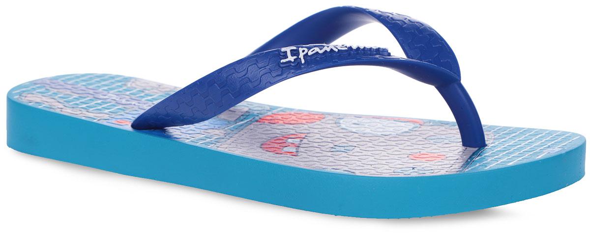81713-24152Прелестные сланцы Classic IV от Ipanema очаруют вашего ребенка с первого взгляда. Модель полностью выполнена из поливинилхлорида и оформлена на ремешке названием бренда. Верхняя поверхность подошвы оформлена оригинальным изображением. Ремешки с перемычкой гарантируют надежную фиксацию модели на ноге. Рифление на верхней поверхности подошвы предотвращает выскальзывание ноги. Рельефное основание подошвы обеспечивает уверенное сцепление с любой поверхностью. Удобные сланцы прекрасно подойдут для похода в бассейн или на пляж.