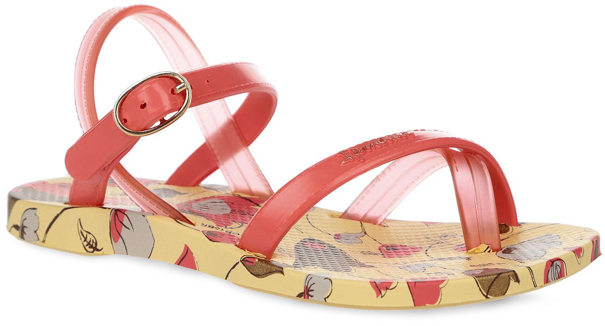 Сандалии для девочки Fashion Sandal III. 81715-2186481715-21864Модные сандалии Fashion Sandal III от Ipanema не оставят равнодушной вашу модницу. Модель изготовлена из поливинилхлорида. Ремешки с металлической пряжкой, оформленные декоративной прострочкой, надежно зафиксируют изделие на ноге. Верхняя поверхность подошвы оформлена цветочным принтом, передний ремешок - названием бренда. Рельефное основание подошвы обеспечивает уверенное сцепление с любой поверхностью. Удобные сандалии - незаменимая вещь в гардеробе каждой девочки.