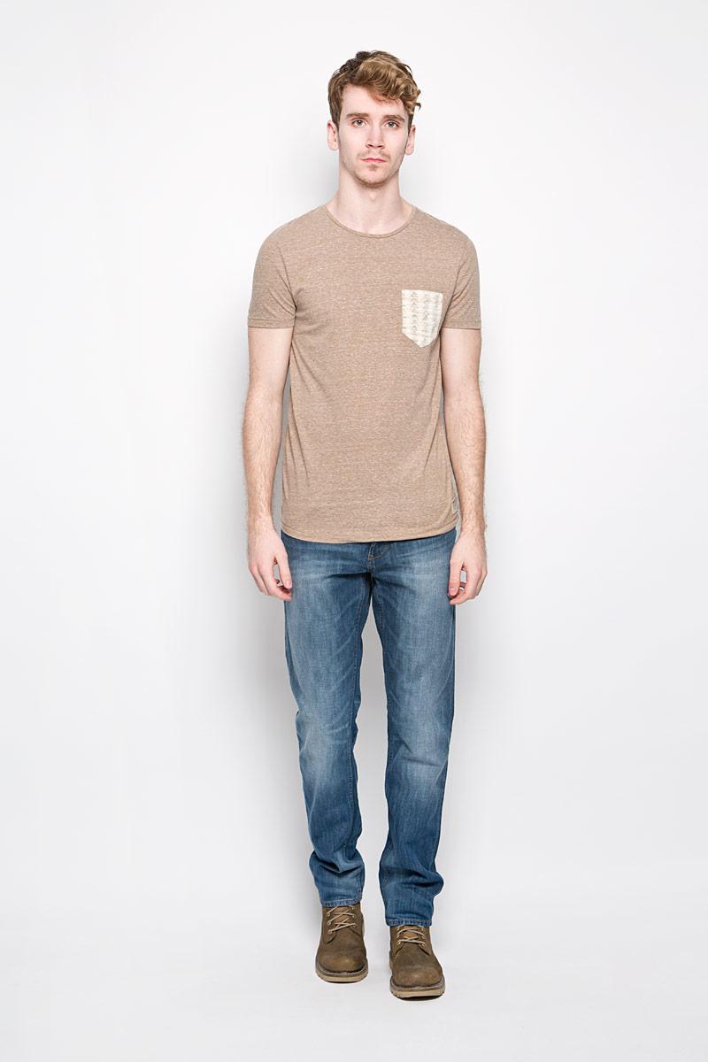 Футболка1034417.00.12_8206Стильная мужская футболка Tom Tailor выполнена из полиэстера с добавлением хлопка и вискозы. Материал очень мягкий и приятный на ощупь, обладает высокой воздухопроницаемостью и гигроскопичностью, позволяет коже дышать. Модель прямого кроя с круглым вырезом горловины и короткими рукавами. Футболка спереди дополнена небольшим накладным карманом и нашивкой с наименованием бренда, а сзади вышитым символом бренда. Такая модель подарит вам комфорт в течение всего дня и послужит замечательным дополнением к вашему гардеробу.