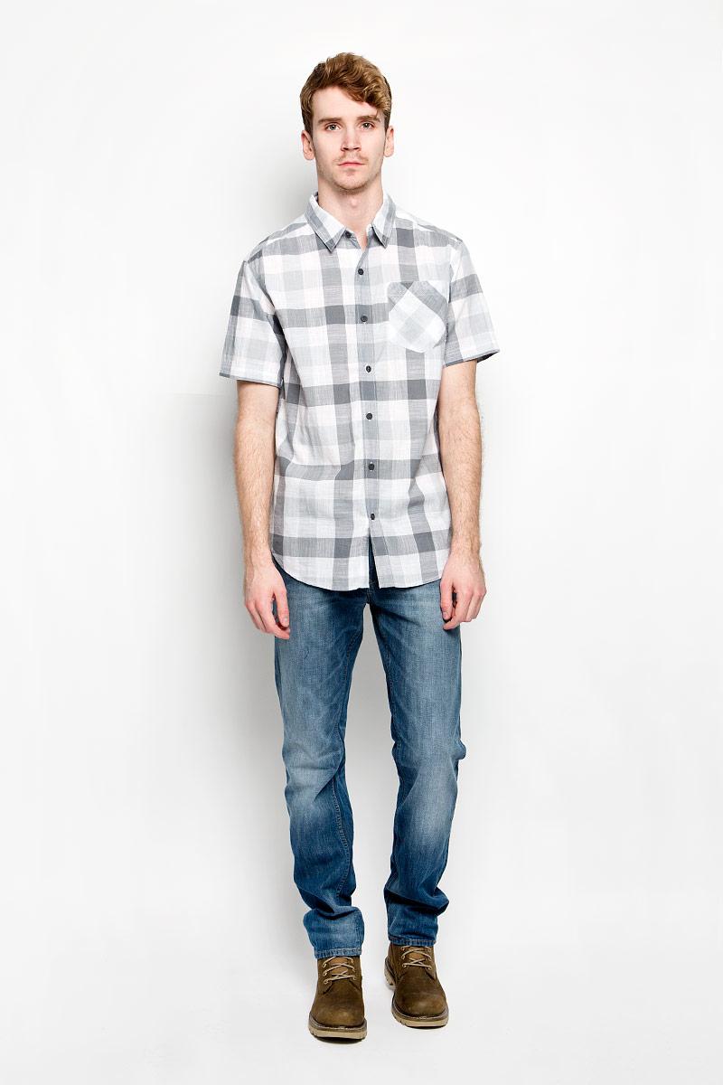 Рубашка мужская Katchor II SS Shirt. 1577771-0311577771-031Мужская рубашка Columbia Katchor II SS Shirt, выполненная из натурального хлопка, прекрасно подойдет для повседневной носки. Материал очень легкий, мягкий и приятный на ощупь, не сковывает движения и позволяет коже дышать. Рубашка свободного кроя с отложным воротником и короткими рукавами застегивается на пуговицы по всей длине. На груди предусмотрен накладной карман. Такая модель будет дарить вам комфорт в течение всего дня и станет стильным дополнением к вашему гардеробу.