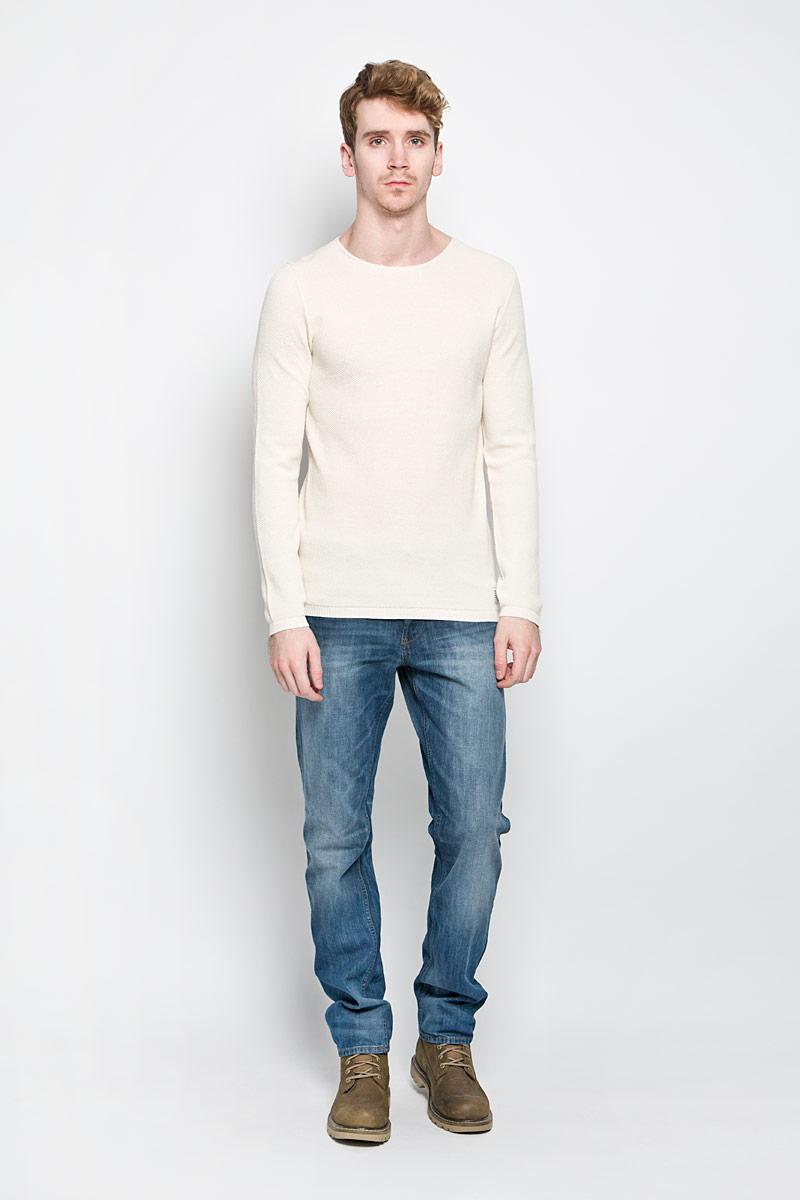 3021145.00.12_8452Теплый мужской джемпер Tom Tailor Denim, выполненный из 100% хлопка, необычайно приятен к телу, не сковывает движения, обеспечивая наибольший комфорт. Модель с круглым вырезом горловины и длинными рукавами идеально гармонирует с любыми предметами одежды и будет уместен и на отдыхе, и на работе. Низ и манжеты изделия связаны двойной резинкой, что предотвращает деформацию при носке. Джемпер оригинальной вязки декорирован в нижней части нашивкой с логотипом бренда. Уютный и практичный джемпер станет прекрасным дополнением вашего гардероба.