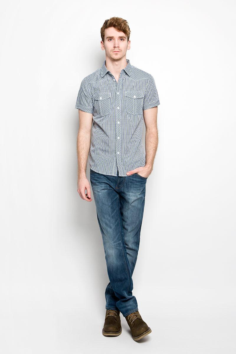 Рубашка мужская. 15023150236_7166Мужская рубашка F5, выполненная из натурального хлопка, идеально дополнит ваш образ. Материал мягкий и приятный на ощупь, не сковывает движения и позволяет коже дышать. Рубашка классического кроя с короткими рукавами и отложным воротником застегивается на пуговицы по всей длине. На груди модель дополнена двумя накладными карманами. Такая модель будет дарить вам комфорт в течение всего дня и станет стильным дополнением к вашему гардеробу.
