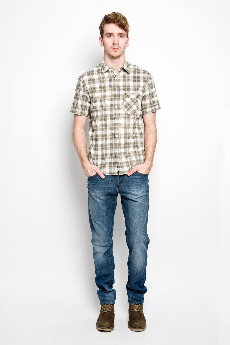 Рубашка150235/7151Мужская рубашка F5, выполненная из натурального хлопка, прекрасно подойдет для повседневной носки. Материал очень легкий, мягкий и приятный на ощупь, не сковывает движения и позволяет коже дышать. Рубашка классического кроя с отложным воротником и короткими рукавами застегивается на пуговицы по всей длине. На груди предусмотрен накладной карман, который украшен вышивкой с названием бренда. Низ изделия имеет округлую форму. Такая модель будет дарить вам комфорт в течение всего дня и станет стильным дополнением к вашему гардеробу.