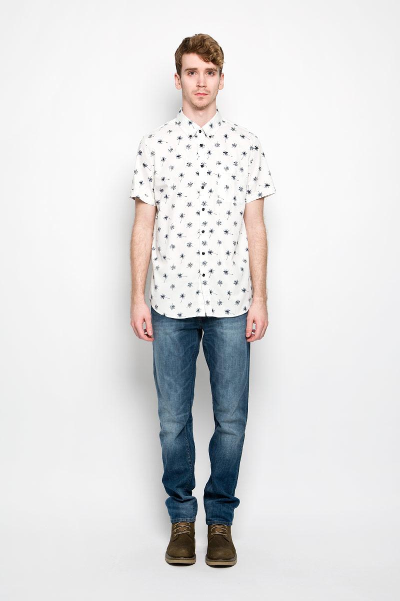 РубашкаHs-212/679-6215Мужская рубашка Sela, выполненная из натурального хлопка, идеально дополнит ваш образ. Материал мягкий и приятный на ощупь, не сковывает движения и позволяет коже дышать. Рубашка классического кроя с короткими рукавами и отложным воротником застегивается на пуговицы по всей длине. На груди модель дополнена накладным карманом. Такая модель будет дарить вам комфорт в течение всего дня и станет стильным дополнением к вашему гардеробу.