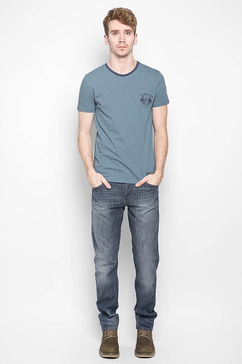 Футболка мужская Classic. BGUZ-620BGUZ-620Стильная мужская футболка BeGood Classic, выполненная из натурального хлопка, отлично подойдет для повседневной носки. Материал изделия очень мягкий и приятный на ощупь, не сковывает движения и позволяет коже дышать. Футболка с короткими рукавами имеет круглый вырез горловины, дополненный трикотажной резинкой. На груди расположен накладной карман, который декорирован вышитыми надписями и рисунком. Изделие украшено небольшой текстильной нашивкой. Такая футболка будет дарить вам комфорт в течение всего дня и станет модным дополнением к вашему гардеробу.