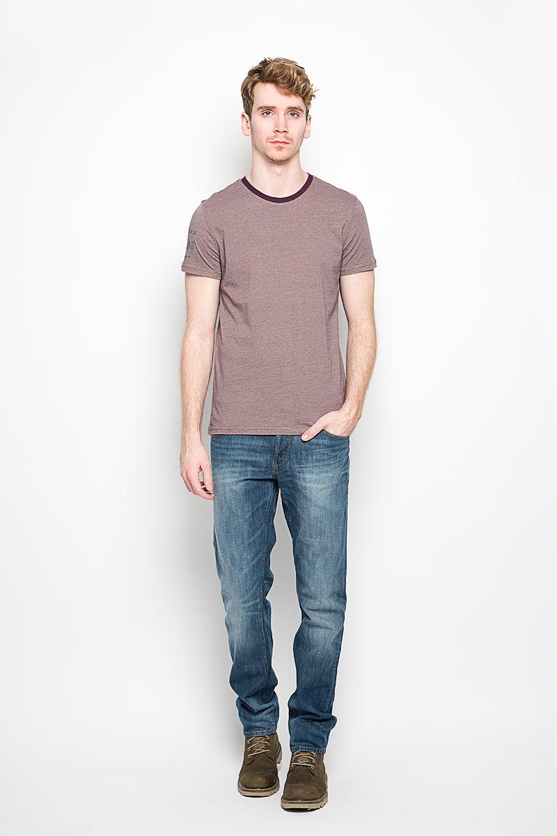 Футболка мужская Classic. BGUZ-621BGUZ-621Стильная мужская футболка BeGood Classic, выполненная из натурального хлопка, отлично подойдет для повседневной носки. Материал изделия очень мягкий и приятный на ощупь, не сковывает движения и позволяет коже дышать. Футболка с короткими рукавами имеет круглый вырез горловины, дополненный трикотажной резинкой. Рукав изделия оформлен принтом с надписями. Модель украшена небольшой текстильной нашивкой. Такая футболка будет дарить вам комфорт в течение всего дня и станет модным дополнением к вашему гардеробу.