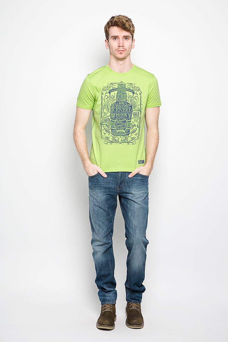 BGUZ-614Мужская футболка BeGood The Game, выполненная из натурального хлопка, станет замечательным дополнением к вашему гардеробу. Материал изделия легкий, мягкий и приятный на ощупь, не сковывает движения и позволяет коже дышать. Футболка с короткими рукавами имеет круглый вырез горловины, дополненный трикотажной резинкой. Спереди изделие оформлено крупным принтом с надписями. Модель украшена контрастной прострочкой и небольшой текстильной нашивкой. Дизайн и расцветка делают эту футболку стильным предметом мужской одежды, она поможет создать отличный современный образ.
