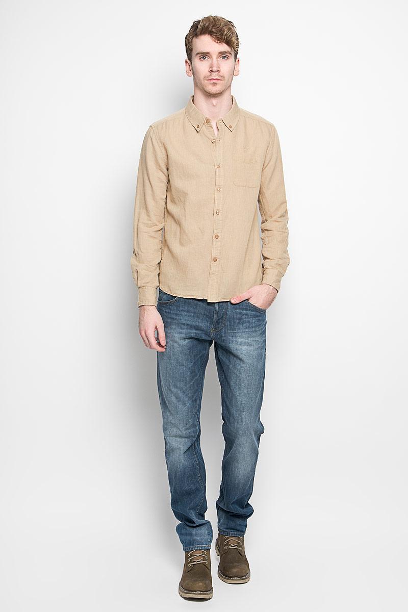 Dalton_Optical WhiteМодная мужская рубашка MeZaGuZ, изготовленная из хлопка и льна, прекрасно подойдет для повседневной носки. Изделие очень мягкое и приятное на ощупь, не сковывает движения и хорошо пропускает воздух. Рубашка с отложным воротником и длинными рукавами застегивается на пуговицы по всей длине. Манжеты на рукавах также имеют застежки-пуговицы. На груди расположен накладной карман. Изделие украшено вышитой надписью с названием бренда. Такая модель будет дарить вам комфорт в течение всего дня и станет стильным дополнением к вашему гардеробу.