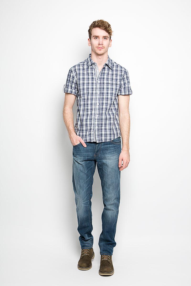 Рубашка150879_7275Мужская рубашка F5, выполненная из натурального хлопка, прекрасно подойдет для повседневной носки. Материал очень легкий, мягкий и приятный на ощупь, не сковывает движения и позволяет коже дышать. Рубашка классического кроя с отложным воротником и короткими рукавами застегивается на пуговицы по всей длине. На груди предусмотрен накладной карман. Такая модель будет дарить вам комфорт в течение всего дня и станет стильным дополнением к вашему гардеробу.