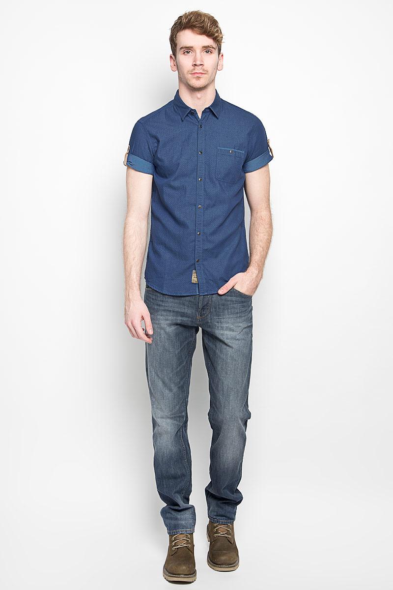 Рубашка2031550.00.10_6845Модная мужская рубашка Tom Tailor, изготовленная из натурального хлопка, прекрасно подойдет для повседневной носки. Изделие очень мягкое и приятное на ощупь, не сковывает движения и хорошо пропускает воздух. Рубашка с отложным воротником и короткими рукавами застегивается на пуговицы по всей длине. Рукава рубашки дополнены хлястиками с пуговицами, позволяющими регулировать их длину. На груди расположен накладной карман на пуговице. Изделие украшено небольшой текстильной нашивкой. Такая модель будет дарить вам комфорт в течение всего дня и станет стильным дополнением к вашему гардеробу.