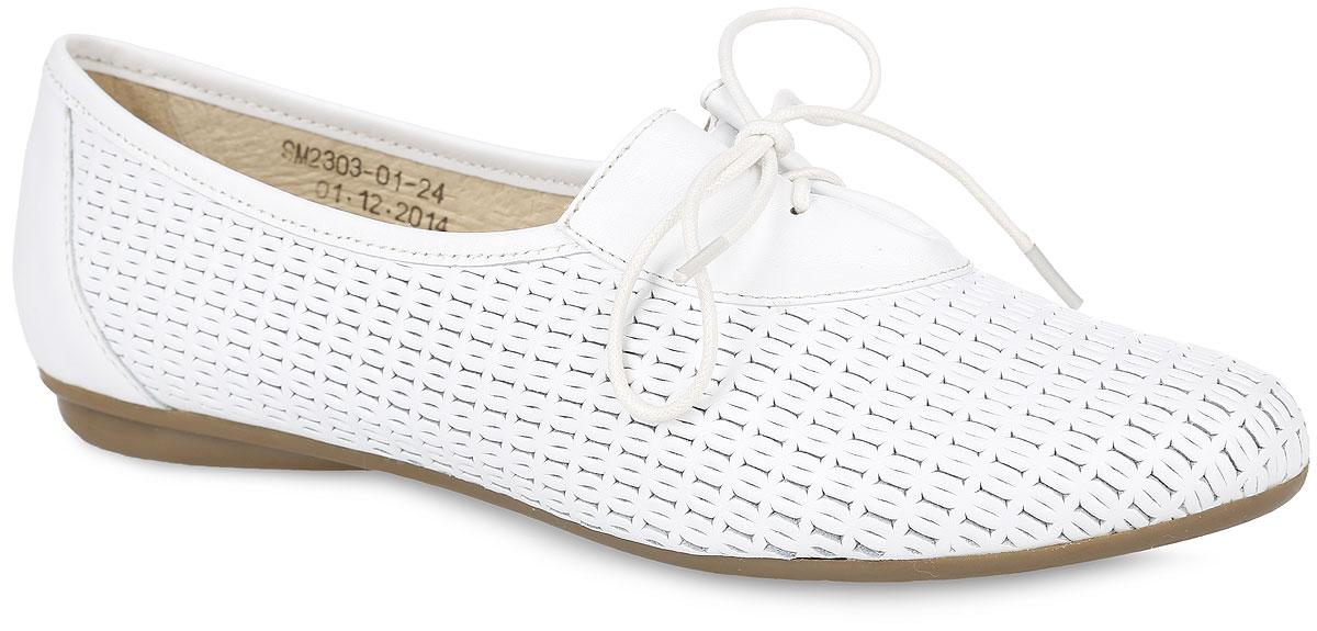 Туфли женские. SM2303_01_24_WHITESM2303_01_24_WHITEОчаровательные туфли от Spur приведут вас в восторг. Модель выполнена из натуральной кожи, оформленной оригинальным тиснением. Подъем дополнен шнуровкой, которая отрегулирует нужный объем и надежно зафиксирует обувь на ноге. Кожаная подкладка гарантирует уют и предотвратит натирание. Стелька из ЭВА материала с верхним покрытием из натуральной кожи дополнена перфорацией для лучшей воздухопроницаемости. Невысокий каблук и подошва оснащены рифлением для лучшего сцепления с поверхностями. Модные туфли внесут яркие нотки в ваш модный образ!