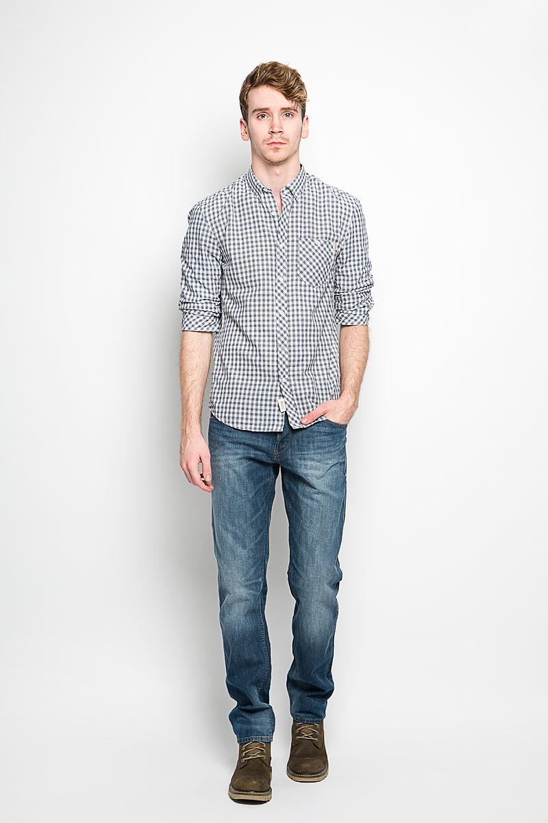 Рубашка2031626.62.12_6814Мужская рубашка Tom Tailor Denim, выполненная из натурального хлопка, идеально дополнит ваш образ. Материал мягкий и приятный на ощупь, не сковывает движения и позволяет коже дышать. Рубашка классического кроя с рукавами в сборку и отложным воротником застегивается на пуговицы по всей длине. Края воротника и манжеты на рукавах также застегиваются на пуговицы. На груди модель дополнена накладным карманом. Такая модель будет дарить вам комфорт в течение всего дня и станет стильным дополнением к вашему гардеробу.