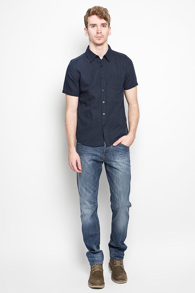 Cambodge_Optical WhiteМодная мужская рубашка MeZaGuZ, изготовленная из хлопка и льна, прекрасно подойдет для повседневной носки. Изделие очень мягкое и приятное на ощупь, не сковывает движения и хорошо пропускает воздух. Рубашка с отложным воротником и короткими рукавами застегивается на пуговицы по всей длине. На груди расположен накладной карман. Изделие украшено вышитой надписью с названием бренда. Такая модель будет дарить вам комфорт в течение всего дня и станет стильным дополнением к вашему гардеробу.