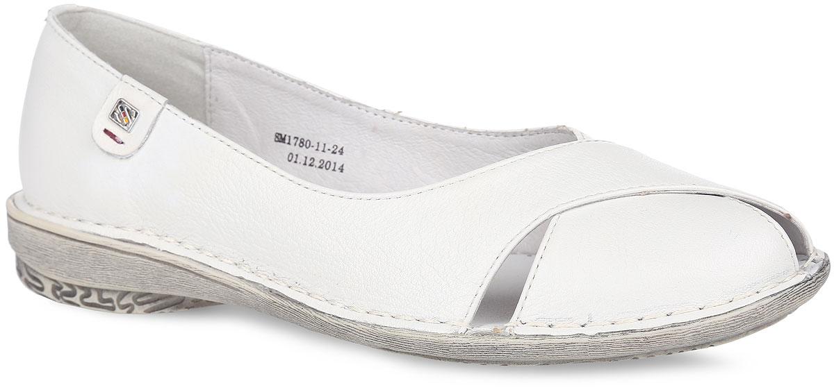 Туфли женские. SM1780_11_24_WHITESM1780_11_24_WHITEСтильные туфли от Spur придутся вам по душе. Модель выполнена из натуральной кожи и оформлена на мысе декоративными вырезами, по ранту - прострочкой, с одной из боковых сторон - нашивкой с металлическим элементом в виде символики бренда. Подкладка и стелька, выполненные из натуральной кожи, обеспечат уют и предотвратят натирание. Невысокий каблук и подошва оснащены рифлением для лучшего сцепления с поверхностями. Модные туфли внесут яркие нотки в ваш модный образ!