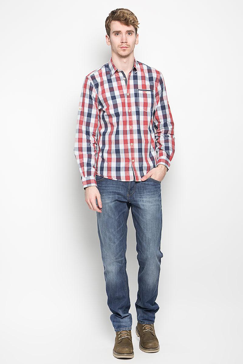Рубашка2031340.00.10_6519Стильная мужская рубашка Tom Tailor, выполненная из 100% хлопка, обладает высокой теплопроводностью, воздухопроницаемостью и гигроскопичностью, позволяет коже дышать, тем самым обеспечивая наибольший комфорт при носке. Модель классического кроя с отложным воротником застегивается на пуговицы. Длинные рукава рубашки дополнены манжетами на пуговицах. Рубашка оформлена принтом в клетку. При необходимости рукава можно закатать и зафиксировать их с помощью хлястика с пуговицей. На груди предусмотрен небольшой кармашек, закрывающийся на пуговицу. Такая рубашка подчеркнет ваш вкус и поможет создать великолепный стильный образ.