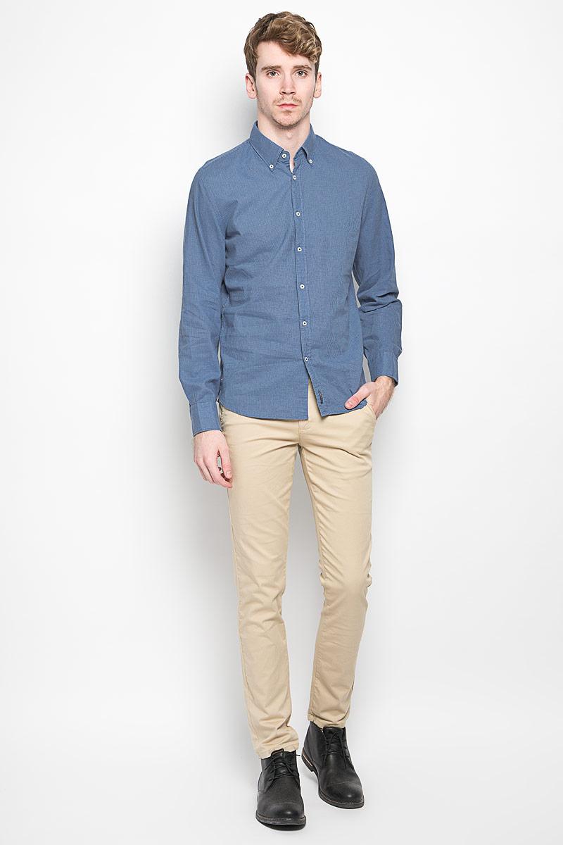 Рубашка159642062Мужская рубашка Marc O`Polo, изготовленная из хлопка и льна, прекрасно подойдет для повседневной носки. Изделие очень мягкое и приятное на ощупь, не сковывает движения и хорошо пропускает воздух. Рубашка с отложным воротником и длинными рукавами застегивается на пуговицы по всей длине. Манжеты на рукавах также имеют застежки-пуговицы. Изделие украшено текстильной нашивкой. Такая модель будет дарить вам комфорт в течение всего дня и станет стильным дополнением к вашему гардеробу.