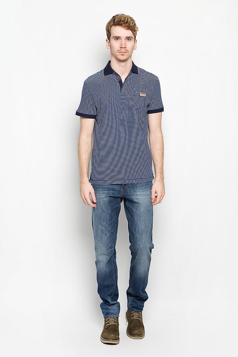 Поло1530837.00.10_6845Стильная мужская футболка-поло Tom Tailor, изготовленная из высококачественного натурального хлопка, обладает высокой теплопроводностью, воздухопроницаемостью и гигроскопичностью, позволяет коже дышать. Модель с короткими рукавами и отложным воротником - идеальный вариант для создания оригинального современного образа. Сверху футболка-поло застегивается на 3 пуговицы. Футболка-поло оформлена принтом в полоску, на груди - небольшим карманом. Воротник и манжеты рукавов выполнены из трикотажной резинки. Нижняя часть модели по боковым швам оформлена небольшими разрезами. Такая модель подарит вам комфорт в течение всего дня и послужит замечательным дополнением к вашему гардеробу.