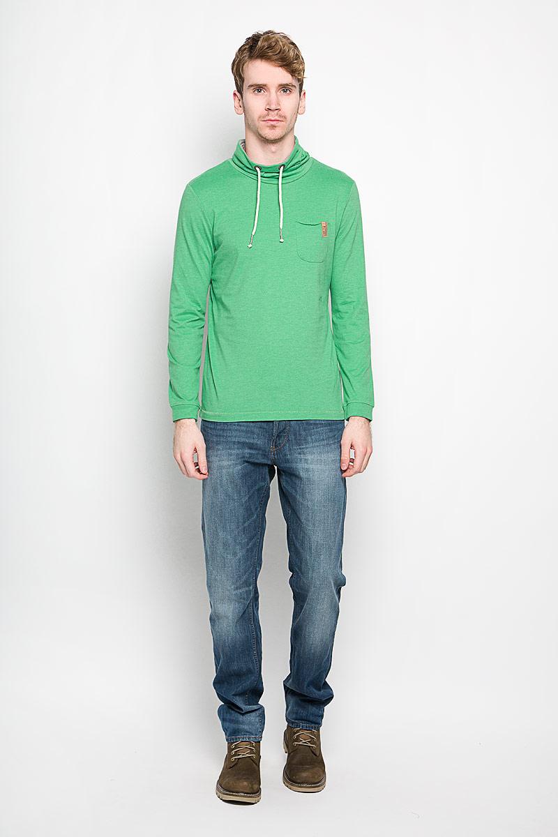 1033932.00.10_2706Стильный мужской свитшот Tom Tailor изготовленный из хлопка с добавлением полиэстера, необычайно мягкий и приятный на ощупь, не сковывает движения, обеспечивая наибольший комфорт. Модель с воротником-хомутом и длинными рукавами дополнена на груди небольшим накладным кармашком, а сзади небольшой нашивкой с названием бренда. Рукава по низу оформлены эластичной манжетой. Воротник дополнен кулиской. Эта модная и в то же время комфортная модель - отличный вариант как для активного отдыха, так и для занятий спортом.