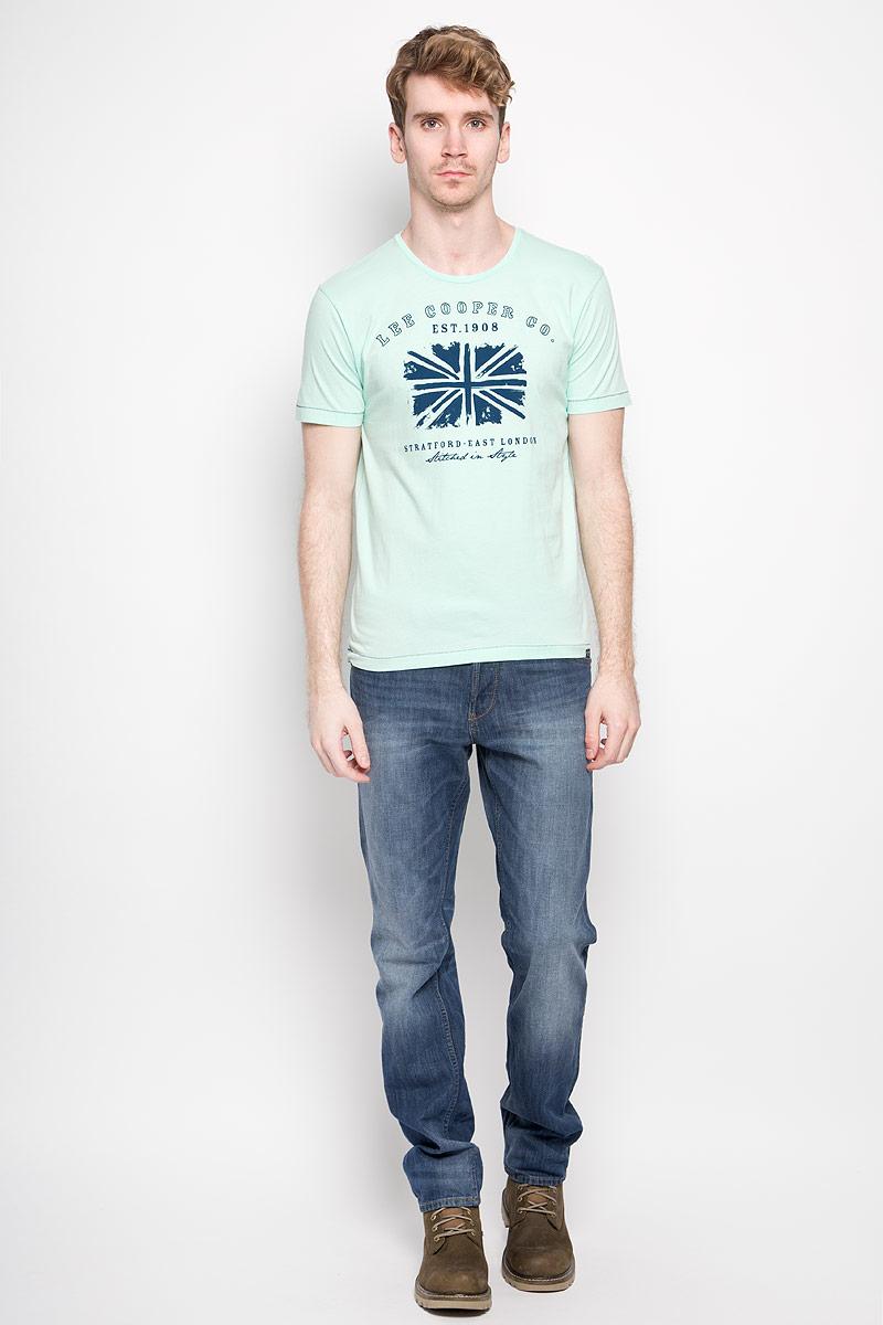 ФутболкаM28101-0245Стильная мужская футболка Lee Cooper выполнена из натурального хлопка. Материал очень мягкий и приятный на ощупь, обладает высокой воздухопроницаемостью и гигроскопичностью, позволяет коже дышать. Модель прямого кроя с круглым вырезом горловины и короткими рукавами. Футболка дополнена оригинальным рисунком и надписями на английском языке. Такая модель подарит вам комфорт в течение всего дня и послужит замечательным дополнением к вашему гардеробу.