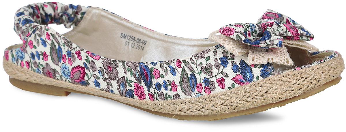 Балетки женские. SM1258_08_09_BLUESM1258_08_08_REDМодные и удобные туфли с открытыми пяткой и мыском от Spur придутся вам по душе. Модель выполнена из плотного текстиля, оформленного яркими цветочными изображениями. Мыс обуви декорирован бантом-бабочкой, верхняя часть подошвы по контуру - плетеной джутовой нитью. Подкладка, изготовленная из искусственной кожи, гарантирует уют и предотвращает натирание. Текстильная стелька, оформленная ярким рисунком в виде полос, обеспечит комфорт. Эластичный ремешок на пятке надежно зафиксирует обувь на ноге. Невысокий широкий каблук и подошва оснащены рифлением для лучшего сцепления с поверхностями. Стильные туфли внесут яркие нотки в ваш модный образ!