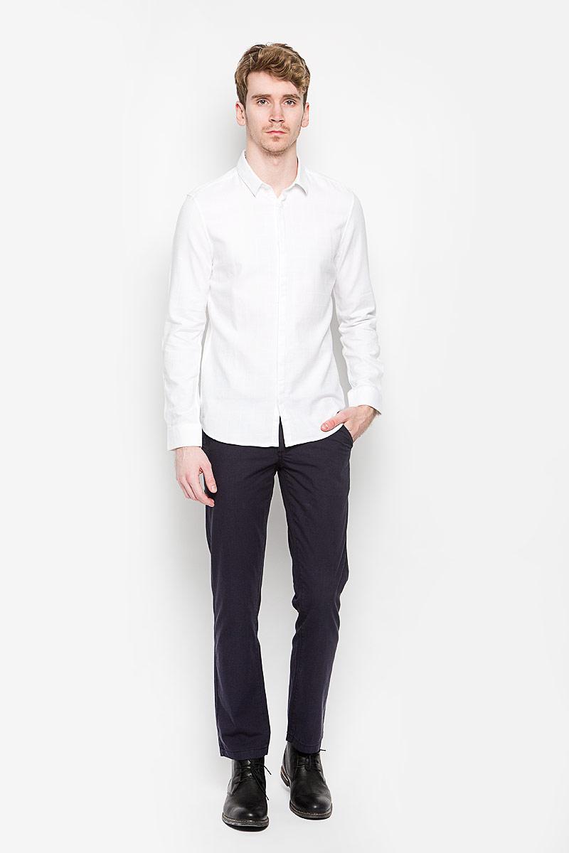 Рубашка мужская. 2031348.00.152031348.00.15_2000Стильная мужская рубашка Tom Tailor, выполненная на 100% хлопка, обладает высокой теплопроводностью, воздухопроницаемостью и гигроскопичностью, позволяет коже дышать, тем самым обеспечивая наибольший комфорт при носке. Модель классического кроя с отложным воротником застегивается на пуговицы со скрытой планкой. Длинные рукава рубашки дополнены манжетами на пуговицах. Рубашка оформлена принтом в клетку. Такая рубашка подчеркнет ваш вкус и поможет создать великолепный стильный образ.