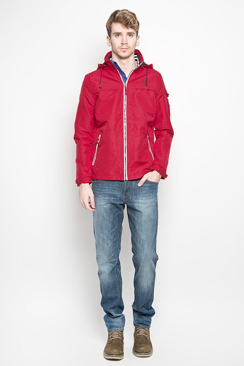 Behaviour/NAVYСтильная мужская куртка MeZaGuZ выполнена из полиэстера на подкладке из полиэстера. Такая модель рассчитана на прохладную погоду. Куртка поможет вам почувствовать себя максимально комфортно и стильно. Модель с длинными рукавами и воротником-стойкой застегивается на пластиковую застежку-молнию с защитой для подбородка. Куртка дополнена съемным капюшоном с кулиской. Низ рукава оформлен хлястиком на металлической кнопке. Куртка дополнена двумя прорезными карманами на застежке-молнии и потайным кармашком на застежке-молнии, который расположен с внутренней стороны изделия. На левом рукаве небольшой накладной карман, который закрывается клапаном и фиксируется липучкой. Спереди модель оформлена небольшой вышитой принтовой надписью, на левом рукаве небольшая нашивка круглой формы, а на спинке небольшая нашивкой треугольной формы. Модный дизайн и практичность - отличный выбор на каждый день!