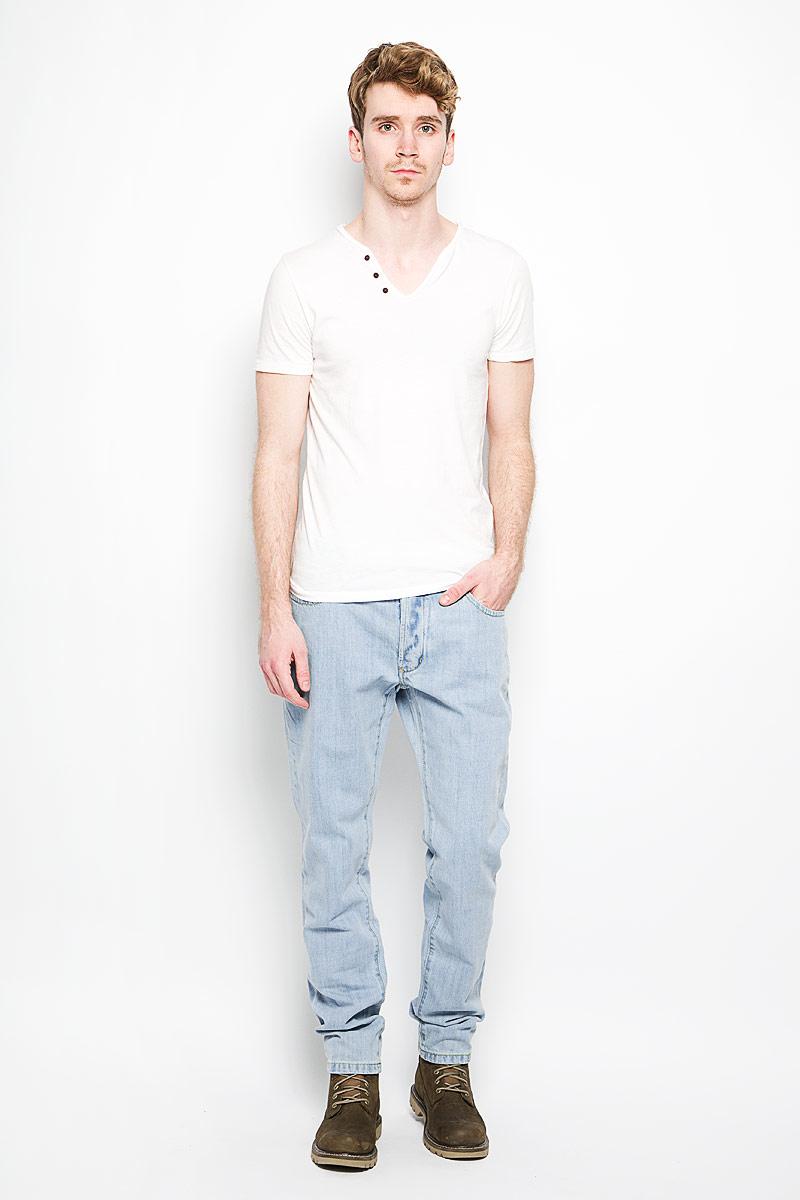 Джинсы мужские. M10077-1901M10077-1901Стильные мужские джинсы Lee Cooper - джинсы высочайшего качества, которые прекрасно сидят. Модель слегка зауженного к низу кроя и средней посадки изготовлена натурального хлопка, не сковывает движения и дарит комфорт. Джинсы на талии застегиваются на металлическую пуговицу, а также имеют ширинку на металлических пуговицах и шлевки для ремня. Спереди модель дополнена двумя втачными карманами и одним накладным небольшим кармашком, а сзади - двумя большими накладными карманами. Изделие оформлено небольшим эффектом потертости. Эти модные и в тоже время удобные джинсы помогут вам создать оригинальный современный образ. В них вы всегда будете чувствовать себя уверенно и комфортно.