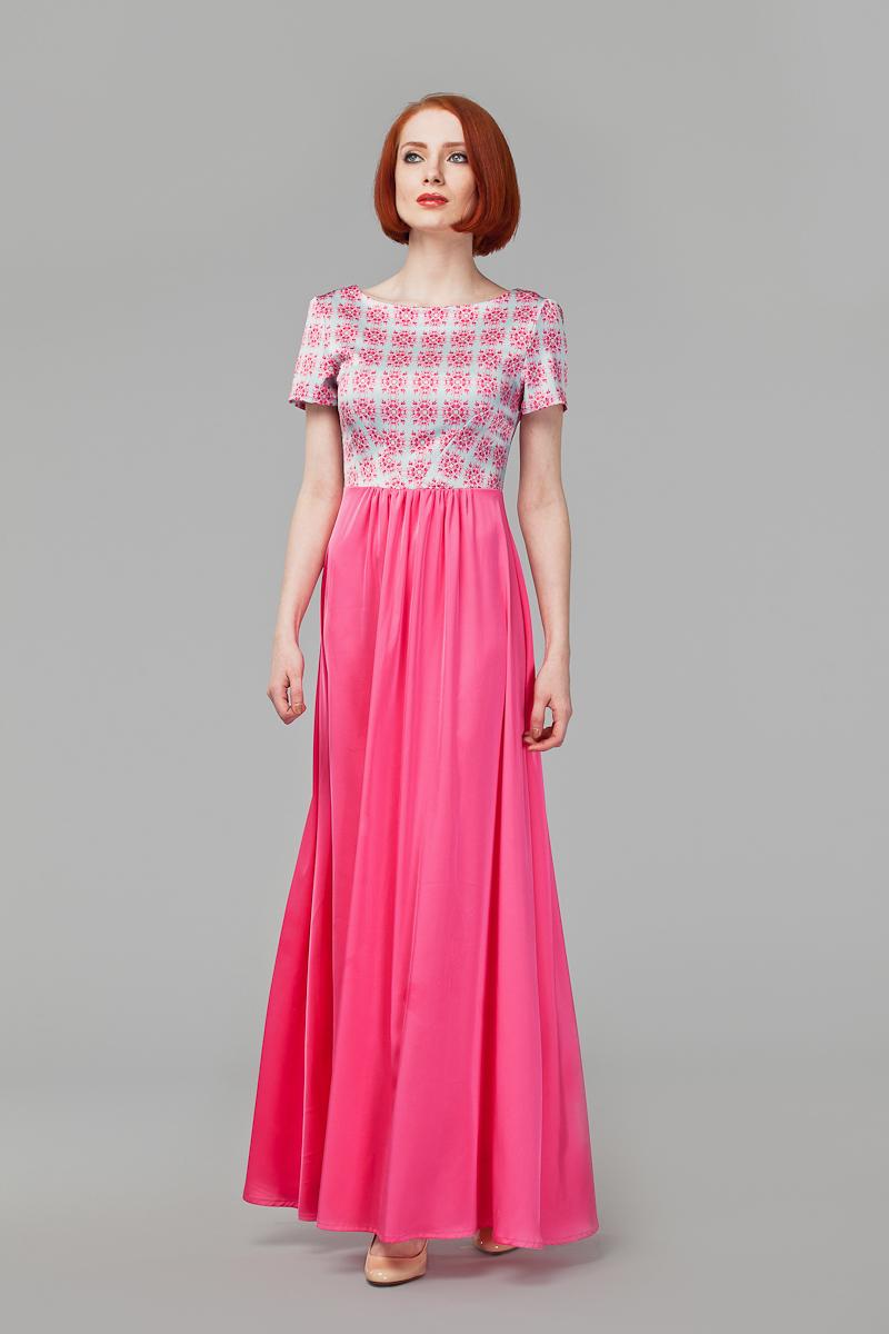 ПлатьеP41S-5SЭлегантное платье Анна Чапман подарит вам удобство и поможет вам подчеркнуть свой вкус и неповторимый стиль. Модель, выполненная из двух видов ткани, мягкая и приятная на ощупь, хорошо вентилируется. Плотный шелковистый верх идеально подчеркивает фигуру, а легкая отрезная расклешенная юбка изящно струится. Верх украшен орнаментом, а юбка - однотонная. Модель макси длины с круглым вырезом горловины и короткими рукавами на спинке имеет V-образный вырез и застёгивается на потайную застежку-молнию. В таком наряде вы, безусловно, привлечете восхищенные взгляды окружающих.