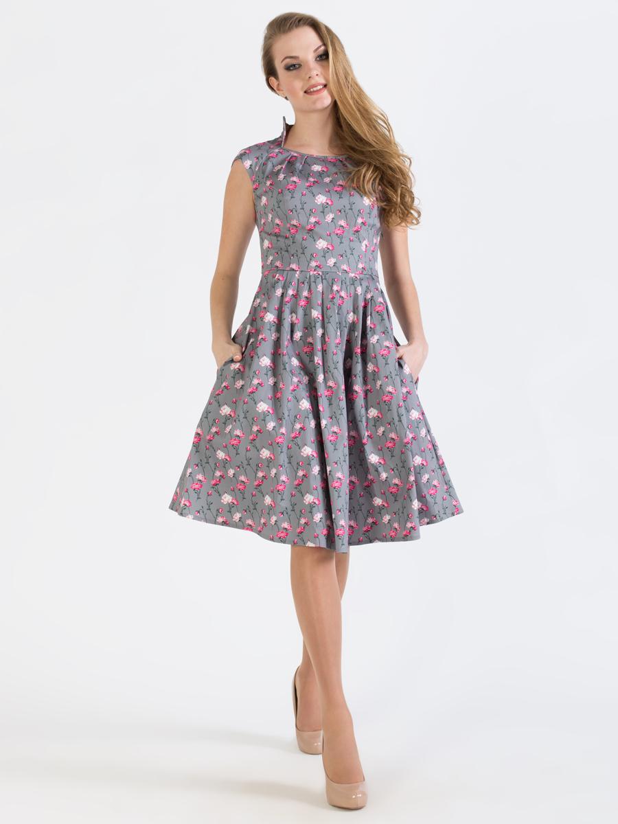 ПлатьеP45K4-22Изящное платье Анна Чапман, выполненное из эластичного хлопка, идеально сидит благодаря правильным выточкам. Оно оформлено принтом розы, который создает нежный и романтический образ. Платье-миди приталенного кроя и короткими рукавами-реглан подойдет как для вечернего выхода, так и на каждый день. Изделие застёгивается сбоку на потайную застежку-молнию. Воротник-стойка сочетается с круглым вырезом горловины. Юбка дополнена складками, что придает силуэту еще более утонченный вид и подчеркивает талию. Предусмотрены врезные карманы по бокам. Платье Анна Чапман станет стильным дополнением к вашему базовому гардеробу. В таком наряде вы, безусловно, привлечете восхищенные взгляды окружающих.