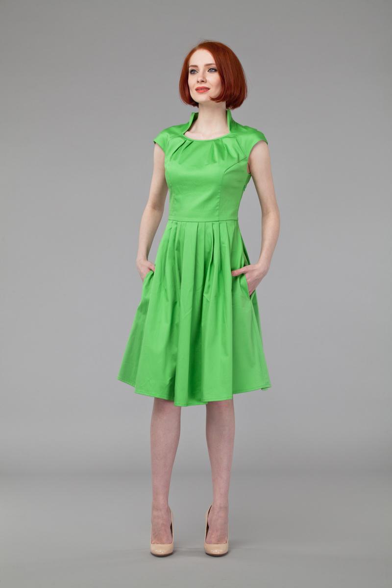 P45K4-LИзящное платье Анна Чапман, выполненное из эластичного хлопка, идеально сидит благодаря правильным выточкам. Платье-миди приталенного кроя с короткими рукавами-реглан подойдет как для вечернего выхода, так и на каждый день. Изделие застёгивается сбоку на потайную застежку-молнию. Воротник-стойка сочетается с круглым вырезом горловины. Юбка дополнена складками, что придает силуэту еще более утонченный вид и подчеркивает талию. Предусмотрены врезные карманы по бокам. Платье Анна Чапман станет стильным дополнением к вашему базовому гардеробу. В таком наряде вы, безусловно, привлечете восхищенные взгляды окружающих.