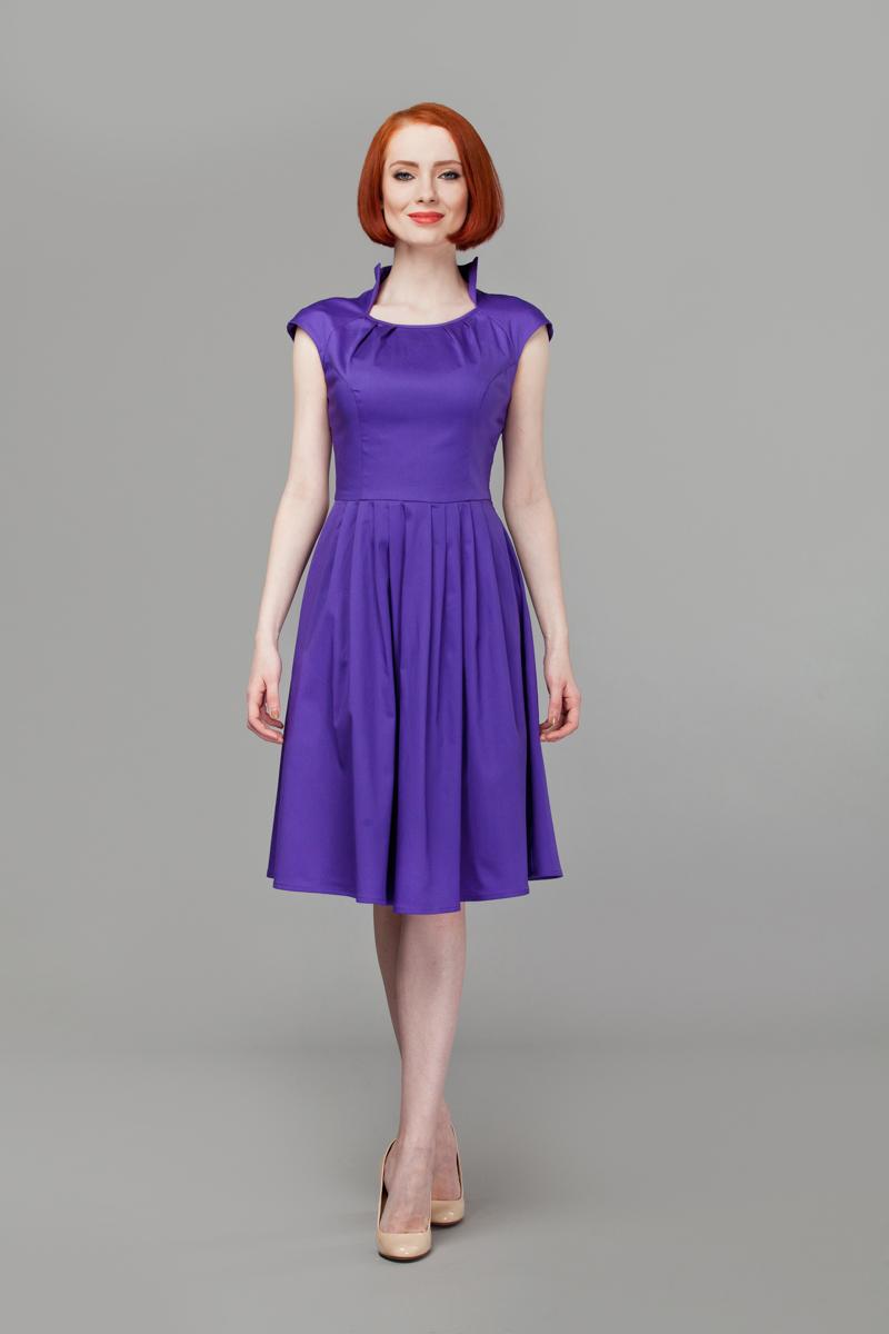 ПлатьеP45K4-LИзящное платье Анна Чапман, выполненное из эластичного хлопка, идеально сидит благодаря правильным выточкам. Платье-миди приталенного кроя с короткими рукавами-реглан подойдет как для вечернего выхода, так и на каждый день. Изделие застёгивается сбоку на потайную застежку-молнию. Воротник-стойка сочетается с круглым вырезом горловины. Юбка дополнена складками, что придает силуэту еще более утонченный вид и подчеркивает талию. Предусмотрены врезные карманы по бокам. Платье Анна Чапман станет стильным дополнением к вашему базовому гардеробу. В таком наряде вы, безусловно, привлечете восхищенные взгляды окружающих.