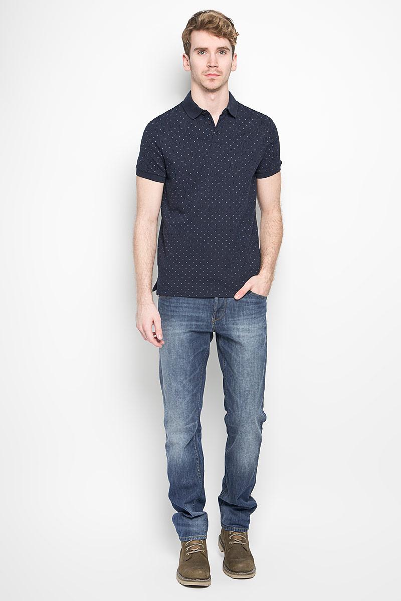 Джинсы мужские Denim Atwood. 6204472.00.126204472.00.12_1052Стильные мужские джинсы Tom Tailor Denim Atwood - джинсы высочайшего качества, которые прекрасно сидят. Модель слегка зауженного кроя и средней посадки изготовлена из высококачественного эластичного хлопка, не сковывает движения и дарит комфорт. Джинсы на талии застегиваются на металлическую пуговицу, а также имеют ширинку на металлических пуговицах и шлевки для ремня. Спереди модель дополнена двумя втачными карманами и одним накладным маленьким кармашком, а сзади - двумя большими накладными карманами. Изделие оформлено эффектом потертости. Эти модные и в тоже время удобные джинсы помогут вам создать оригинальный современный образ. В них вы всегда будете чувствовать себя уверенно и комфортно.