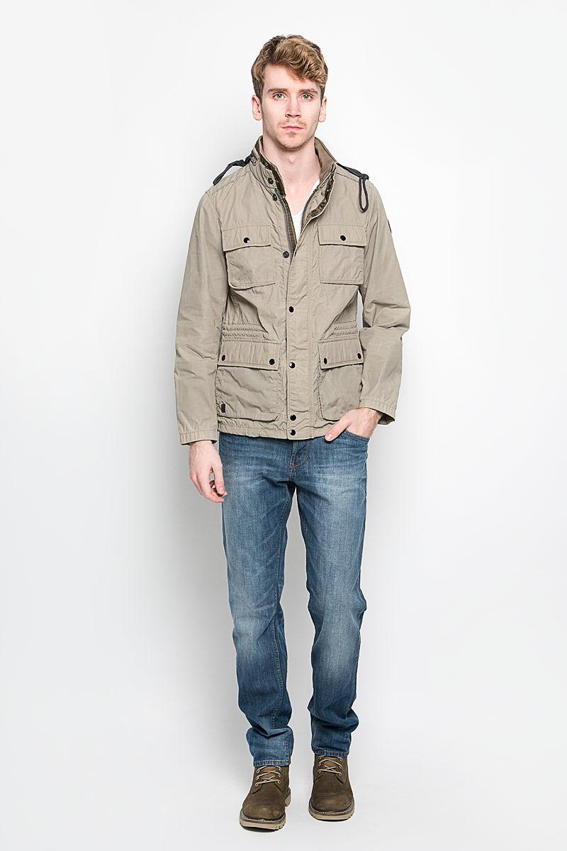 Куртка116470172Стильная мужская куртка Marc OPolo подчеркнет вашу индивидуальность. Куртка изготовлена из высококачественной ткани. Модель с воротником-стойкой застегивается на застежку-молнию и имеет ветрозащитный клапан на кнопках. На воротнике предусмотрен потайной карман на молнии, внутрь которого убирается капюшон. Модель имеет спереди четыре накладных кармана с клапанами на кнопках и один внутренний прорезной карман на застежке-кнопке. С внутренней стороны на талии предусмотрена регулируемая кулиска. Рукава регулируются по ширине с кнопок. В такой куртке вам будет тепло и комфортно, а стильный дизайн и великолепное качество подчеркнут ваш вкус и статус.