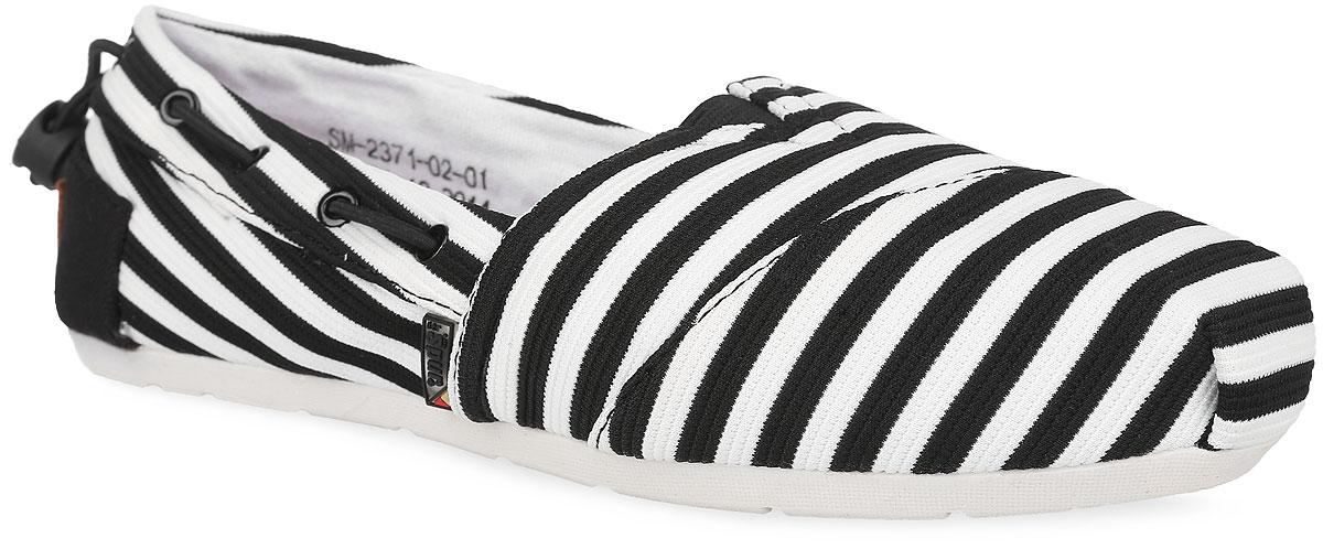 SM2371_02_01_BLACKТрендовые туфли от Spur покорят вас с первого взгляда. Модель выполнена из плотного текстильного материала, оформленного контрастными полосками. По бокам обувь дополнена шнурками с фиксатором в области щиколотки, пропущенными через фурнитуру, на подъеме - эластичной вставкой, на заднике - фирменной кожаной нашивкой. Подкладка, изготовленная из текстиля, гарантирует уют и предотвращает натирание. Стелька из ЭВА материала с верхним покрытием из натуральной кожи обеспечит комфорт. Стелька дополнена перфорацией для лучшей воздухопроницаемости. Подошва оснащена рифлением для лучшего сцепления с поверхностями. Стильные туфли внесут яркие нотки в ваш модный образ!