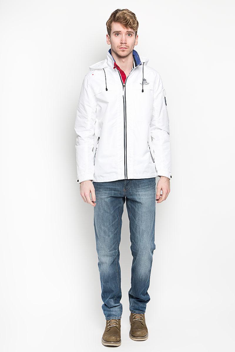 ВетровкаBehaviour/NAVYСтильная мужская куртка MeZaGuZ выполнена из полиэстера на подкладке из полиэстера. Такая модель рассчитана на прохладную погоду. Куртка поможет вам почувствовать себя максимально комфортно и стильно. Модель с длинными рукавами и воротником-стойкой застегивается на пластиковую застежку-молнию с защитой для подбородка. Куртка дополнена съемным капюшоном с кулиской. Низ рукава оформлен хлястиком на металлической кнопке. Куртка дополнена двумя прорезными карманами на застежке-молнии и потайным кармашком на застежке-молнии, который расположен с внутренней стороны изделия. На левом рукаве небольшой накладной карман, который закрывается клапаном и фиксируется липучкой. Спереди модель оформлена небольшой вышитой принтовой надписью, на левом рукаве небольшая нашивка круглой формы, а на спинке небольшая нашивкой треугольной формы. Модный дизайн и практичность - отличный выбор на каждый день!