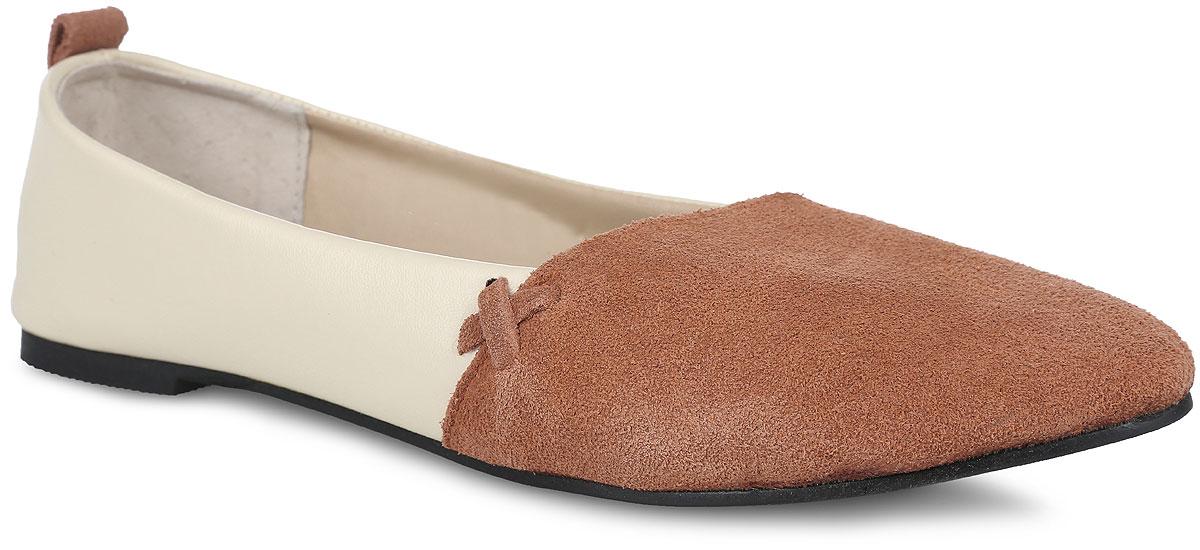 Балетки. SM1890_02SM1890_02_06_GREENEМодные балетки от Spur придутся вам по душе. Модель выполнена из натуральной кожи разной фактуры. Боковые стороны оформлены декоративными ремешками, задник - ярлычком для более удобного надевания обуви. Подкладка и стелька, изготовленные из натуральной кожи, гарантируют уют и предотвращают натирание. Невысокий широкий каблук и подошва оснащены рифлением для лучшего сцепления с поверхностями. Стильные балетки внесут яркие нотки в ваш модный образ!