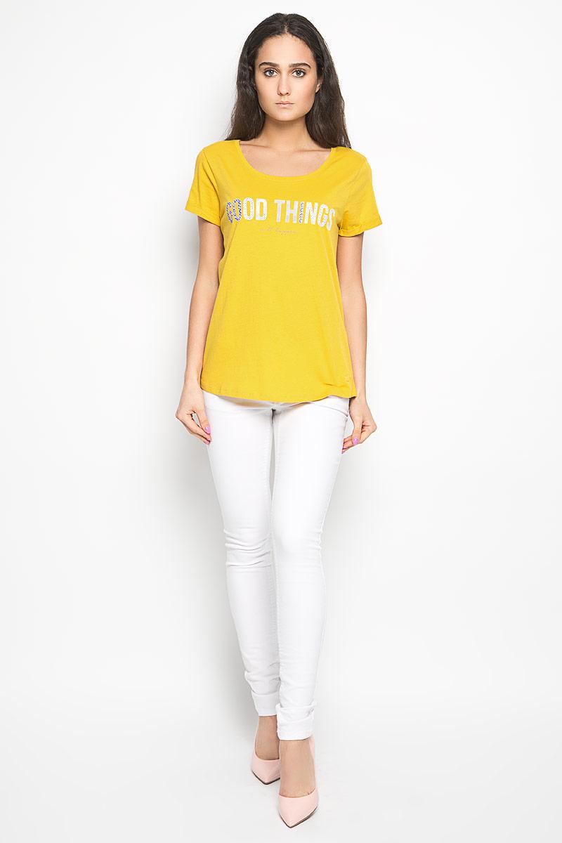 1034361.01.71_6848Стильная женская футболка Tom Tailor Denim актуального фасона, выполненная из натурального хлопка, будет отлично на вас смотреться. Модель с круглым вырезом горловины и короткими рукавами оформлена оригинальными надписями. В нижней части футболки выполнена вышивка логотипа бренда. Классический покрой, лаконичный дизайн, безукоризненное качество. Идеальный вариант для тех, кто ценит комфорт и практичность.