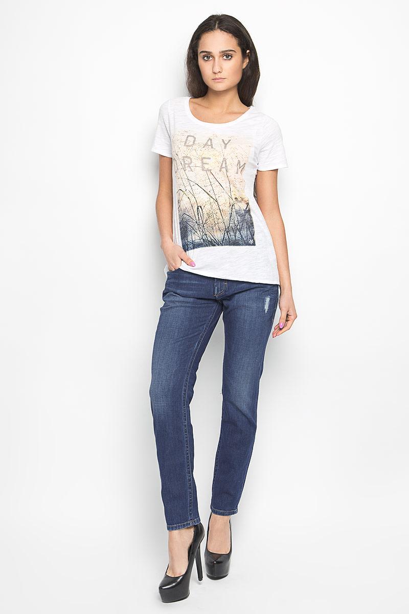 Джинсы женские. 912112273912112273Стильные женские джинсы Marc O`Polo станут отличным дополнением к вашему современному образу. Модель зауженного кроя выполнена из эластичного хлопка. Застегиваются джинсы на металлическую пуговицу в поясе и ширинку на застежке-молнии, имеются шлевки для ремня. Спереди модель дополнена двумя втачными карманами и небольшим накладным кармашком, а сзади - двумя накладными карманами. Джинсы оформлены эффектом потертости, перманентными складками и оригинальными клепками. Один из задних карманов декорирован имитацией прорезного кармана. В этих джинсах вы всегда будете чувствовать себя уютно и комфортно.