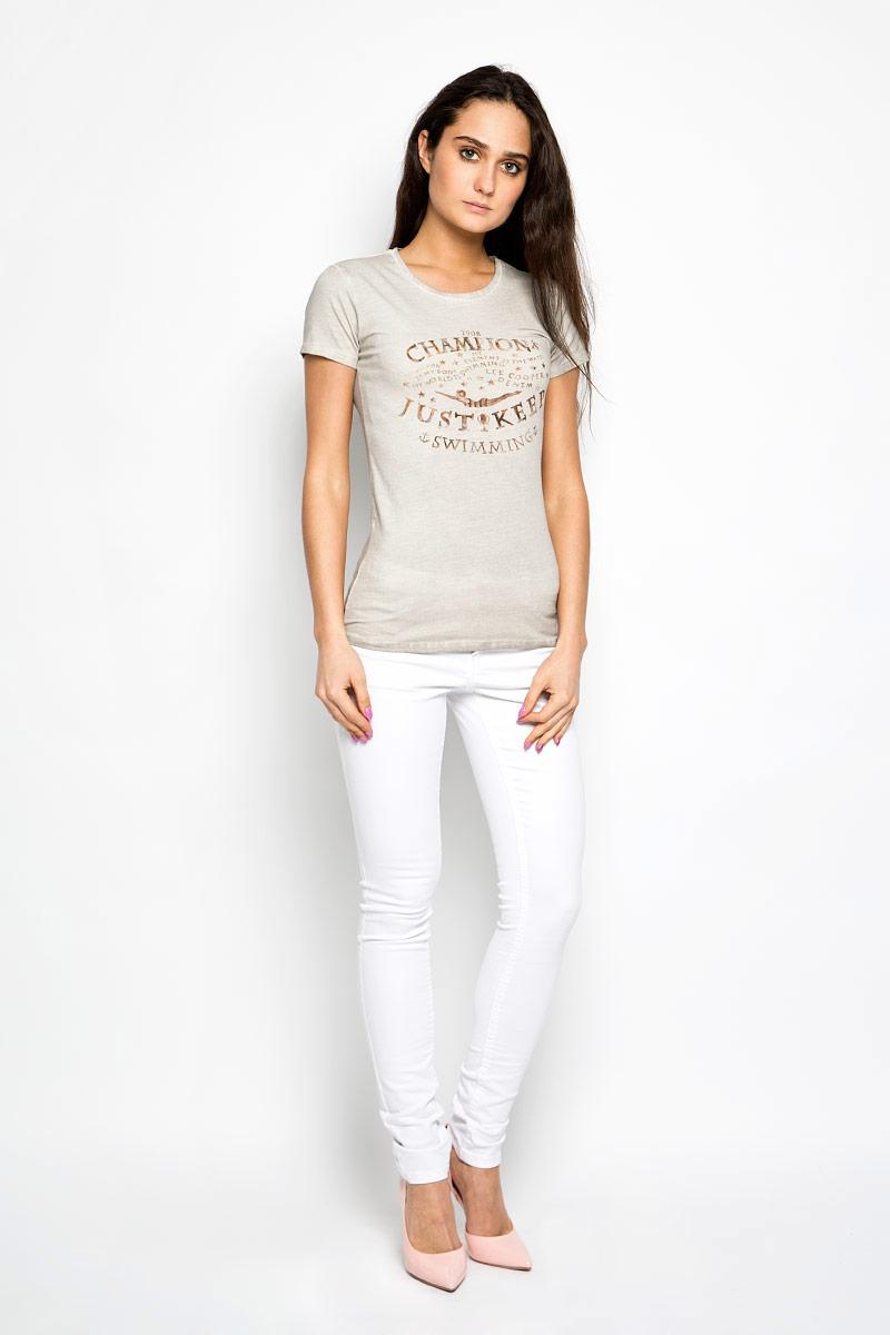 W28103-0345Женская футболка Lee Cooper поможет создать отличный современный образ в стиле Casual. Модель изготовлена из натурального хлопка, очень мягкая, тактильно приятная, не сковывает движения и хорошо пропускает воздух. Футболка с круглым вырезом горловины и короткими рукавами оформлена спереди надписями. Такая футболка станет стильным дополнением к вашему гардеробу, она подарит вам комфорт в течение всего дня!