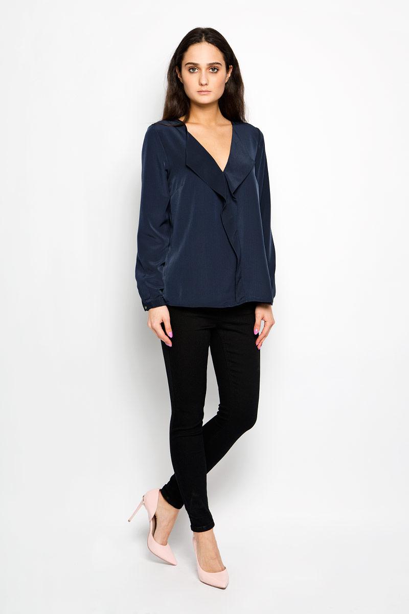 Блузка10156180_001Стильная женская блуза Broadway Elise, выполненная из высококачественного материала, подчеркнет ваш уникальный стиль и поможет создать оригинальный женственный образ. Блузка с V-образным вырезом горловины и длинными рукавами спереди оформлена имитацией жабо. Манжеты рукавов застегиваются на пуговицы. Спинка изделия удлинена и закруглена. Модель идеально подойдет для жарких летних дней. Такая блузка будет дарить вам комфорт в течение всего дня и послужит замечательным дополнением к вашему гардеробу.